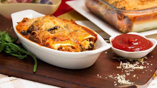 Canelones de Pollo, champiñón y espinaca en salsa de mayonesa Fruco y queso