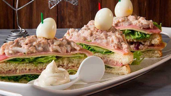 Sanduches de Atún con Salsa Tártara Fruco