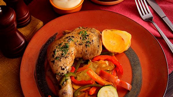 Pierna pernil de pollo en salsa de finas hierbas con Mayonesa Fruco