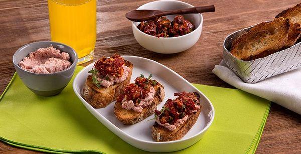 Dip de Tomate Rostizado con Paté de Salchicha