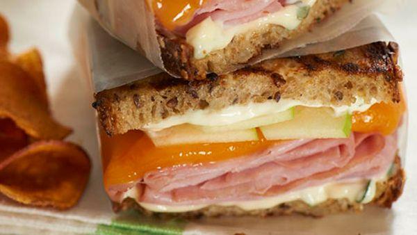 Sandwich de jamón y queso a la parrilla