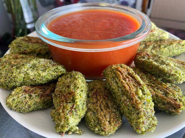 Bites de brócoli y almendra con salsa de tomate   50 Alimentos del Futuro