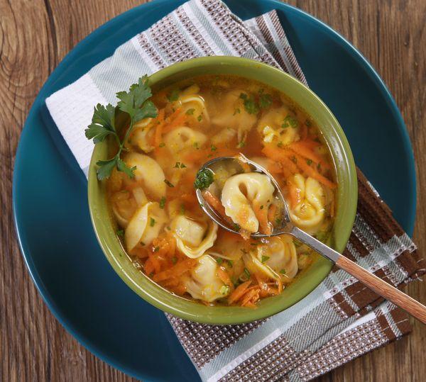 Sopa de Capeletti com Cenoura