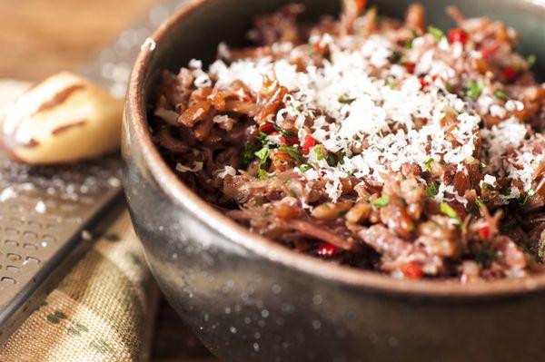 Risoto de arroz vermelho com carne seca