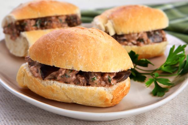 Sanduíche com Carne e Berinjela