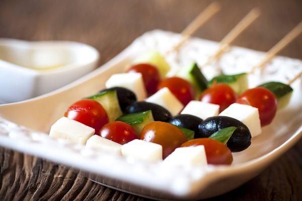 Salada grega no palito