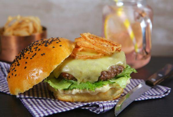 X-Burger com Onion Rings