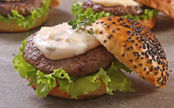 Hambúrguer com Molho de Pimenta-Siria e Hortelã