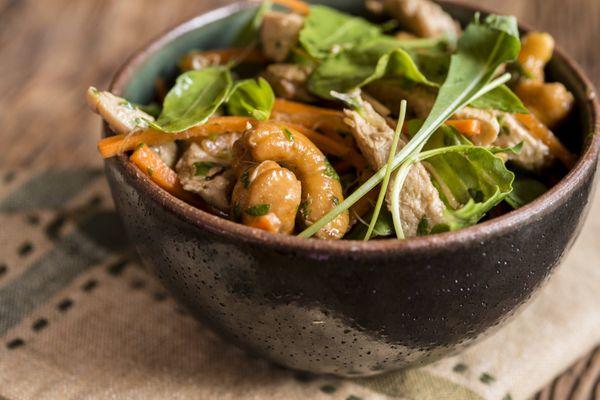 Salada com frango apimentado