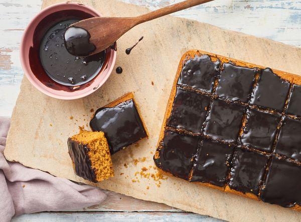 Bolo de Cenoura com Cobertura de Chocolate Sem Glúten e Sem Lactose