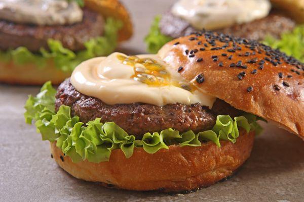 Hambúrguer com Molho de Maracujá e Mel