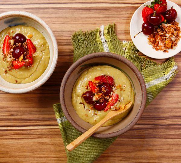 Creme de Abacate com Frutas Vermelhas