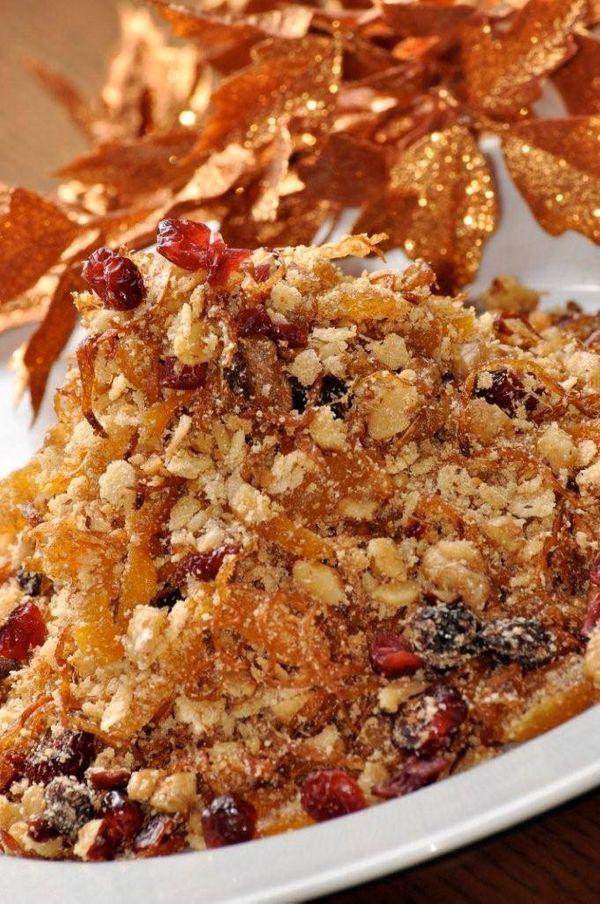 Farofa de frutas secas, cebola caramelizada e canela