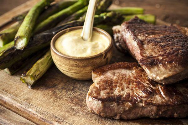 Steak ao molho cremoso de mostarda