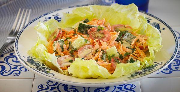 Salada de Alface e Molho de Hortelã