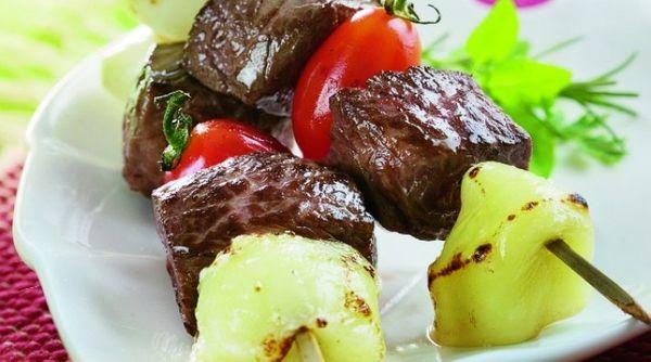 Espetinho de carne com mussarela de búfala