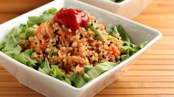 Salada de quinua e legumes