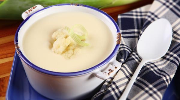 Sopa creme de couve-flor com alho-poró