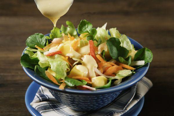 Salada Verde com Molho Cremoso de Maracujá