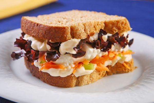 Sanduíche Com Cenoura e Queijo Minas