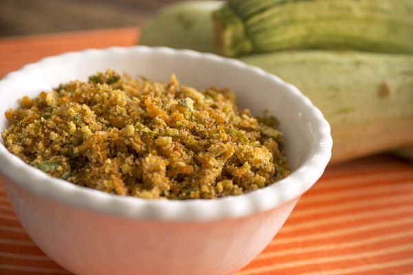Farofa crocante de abobrinha e cenoura