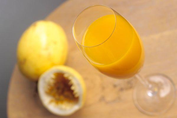 Suco de maracujá com laranja e gengibre