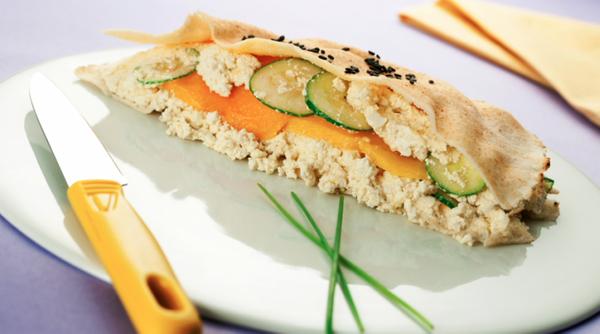 Sanduíche de tofu e pepino japonês