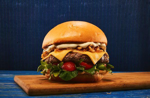 Hambúrguer com Crispy de Cebola