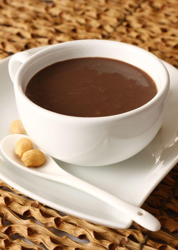 BEBIDA QUENTE DE CHOCOLATE E AMENDOIM