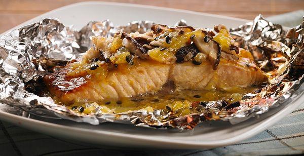 Papillote de filé de salmão com shitake