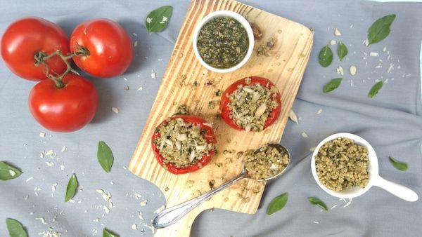 Tomate recheado com Quinoa Orgânica ao Pesto