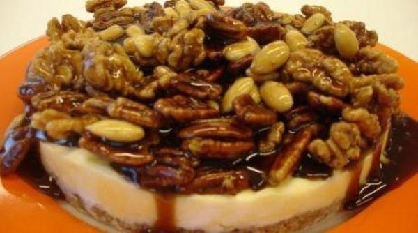 Torta Gelada de Pistache e Frutas Secas