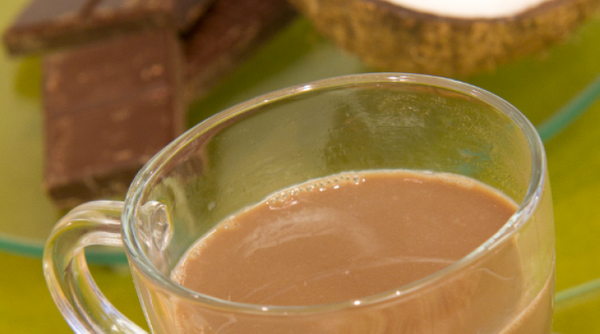 Bebida Quente de Coco e Chocolate