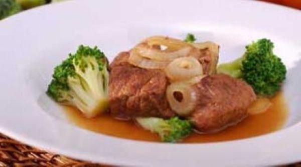 Cozido de carne com brócolis