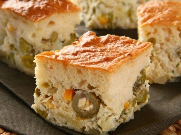 Torta de Frango Fácil e Cremosa de Liquidificador com Ervilha e Milho
