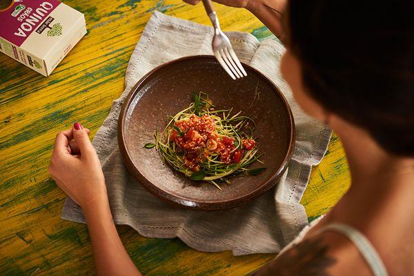 Espaguete de Abobrinha ao Sugo com Quinoa