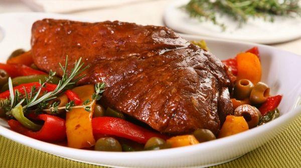 Carne Assada com Pimentões e Azeitonas