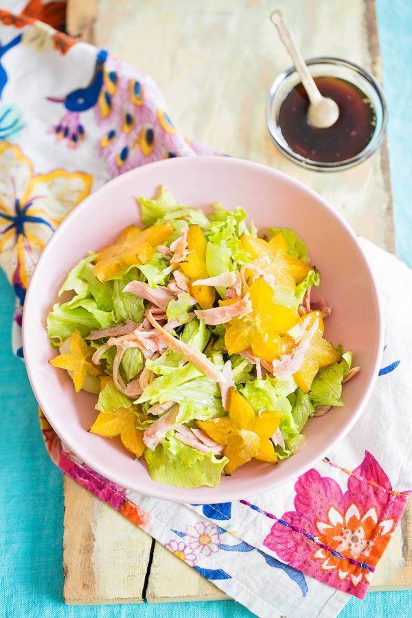 Salada de frango defumado com carambola