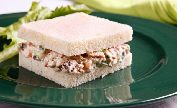 Sanduíche de escarola com sardinha