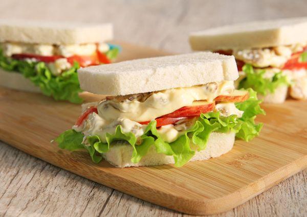 Sanduíche De Frango Com Maçã