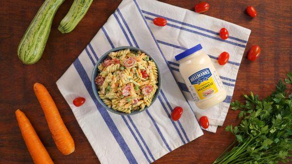 Salada de Macarrão Cremosa com Vegetais